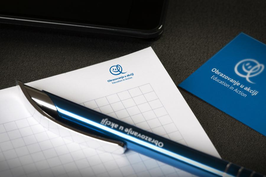 Dizajn logotipa Education in Action, aplikacija logotipa