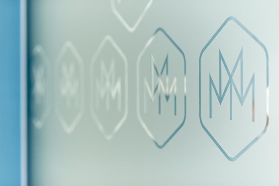 Vizualni identitet stomatološka poliklinika musa shift agencija