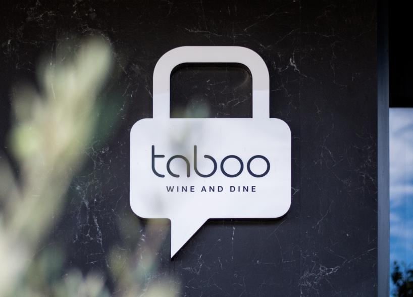 Verbalni i vizualni identitet restorana Taboo grafički dizajn shift