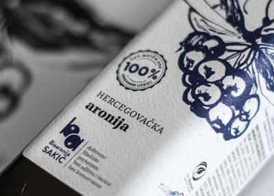 Brand identitet i dizajn pakiranja prirodnih sokova od aronije